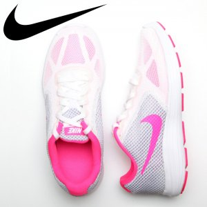 NIKE ナイキ ウィメンズ レボリューション 3 【カラー: 101】 819303-101 【16SS】 【新作】 <img class='new_mark_img2' src='//img.shop-pro.jp/img/new/icons11.gif' style='border:none;display:inline;margin:0px;padding:0px;width:auto;' />