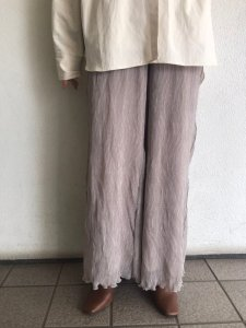 TODAYFUL トゥデイフル Crepe Rough Pants 12010716 【20SS1】【先行予約】【クレジット限定 納期20年2月〜3月頃予定】 <img class='new_mark_img2' src='https://img.shop-pro.jp/img/new/icons15.gif' style='border:none;display:inline;margin:0px;padding:0px;width:auto;' />