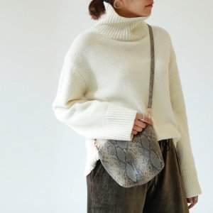 TODAYFUL トゥデイフル Wool Turtle Knit 11820544 【18AW2】【新作】<img class='new_mark_img2' src='https://img.shop-pro.jp/img/new/icons11.gif' style='border:none;display:inline;margin:0px;padding:0px;width:auto;' />