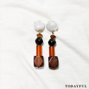 【SOLDOUT】TODAYFUL トゥデイフル Wood Mix Earring 11620943 【16AW2】 <img class='new_mark_img2' src='https://img.shop-pro.jp/img/new/icons47.gif' style='border:none;display:inline;margin:0px;padding:0px;width:auto;' />