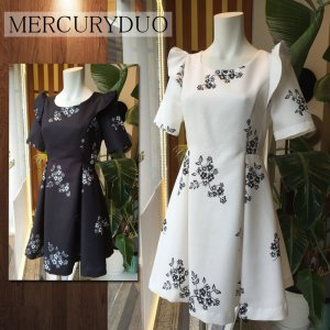 MERCURY マーキュリー 【DUO】ワンカラーフラワーフリルワンピース 001610303201 【16SS1】【SALE】【50%OFF】<img class='new_mark_img2' src='https://img.shop-pro.jp/img/new/icons20.gif' style='border:none;display:inline;margin:0px;padding:0px;width:auto;' />
