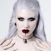 <img class='new_mark_img1' src='https://img.shop-pro.jp/img/new/icons20.gif' style='border:none;display:inline;margin:0px;padding:0px;width:auto;' />【ROGUE+WOLF】BLOOD COCOON CHOKER IN BLACK