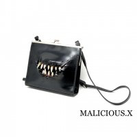【MALICIOUS.X】CREATURE SQUARE METAL CLASP SHOULDER BAG