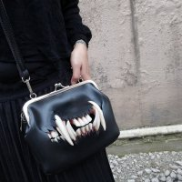 <img class='new_mark_img1' src='//img.shop-pro.jp/img/new/icons3.gif' style='border:none;display:inline;margin:0px;padding:0px;width:auto;' />【MALICIOUS.X】CAT FANG SHOULDER METAL CLASP BAG