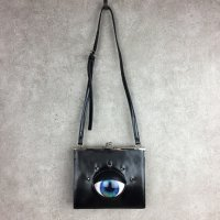 【MALICIOUS.X】EYE SQUARE METAL CLASP SHOULDER BAG