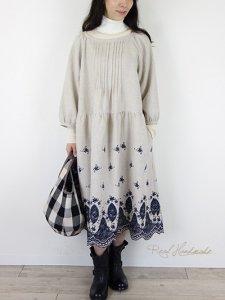 [予約販売] リネンネイビー刺繍スカラップピンタックワンピース