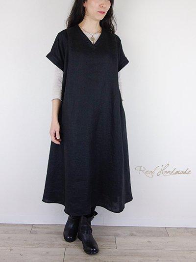 ヨーロッパブラックリネン襟Vタックワンピース