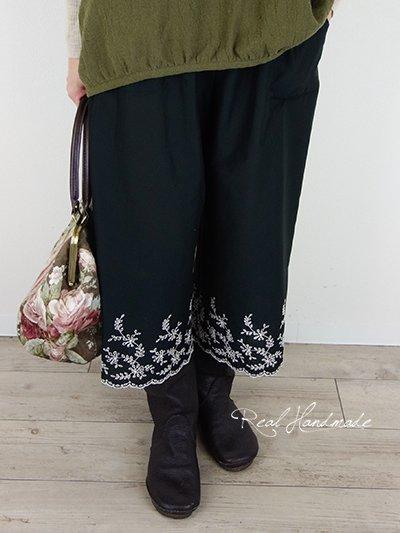 [予約販売]  ブラック刺繍スカラップ半端丈パンツ