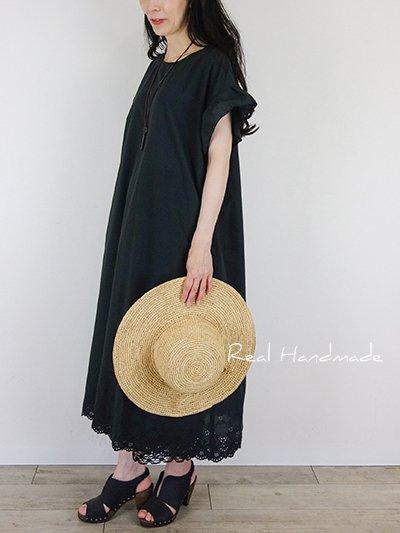 [予約販売] ブラックスカラップ袖フリルワンピース☆コサージュリボン付き