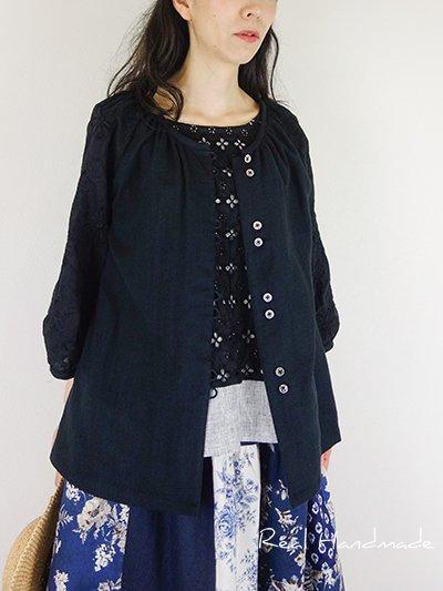 [新作予約]スラブWガーゼブラックとフラワー刺繍ループスモック羽織りブラウス
