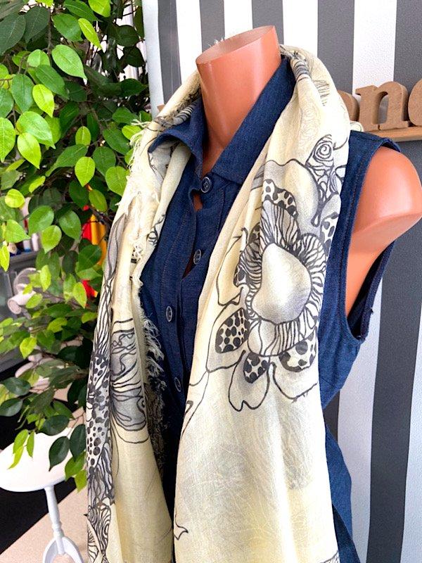 【イタリア/Made in ITALY】サラッと肌触り大判&ロング上質モダール ストール・スカーフ/イエロー&ブラックフラワーの画像
