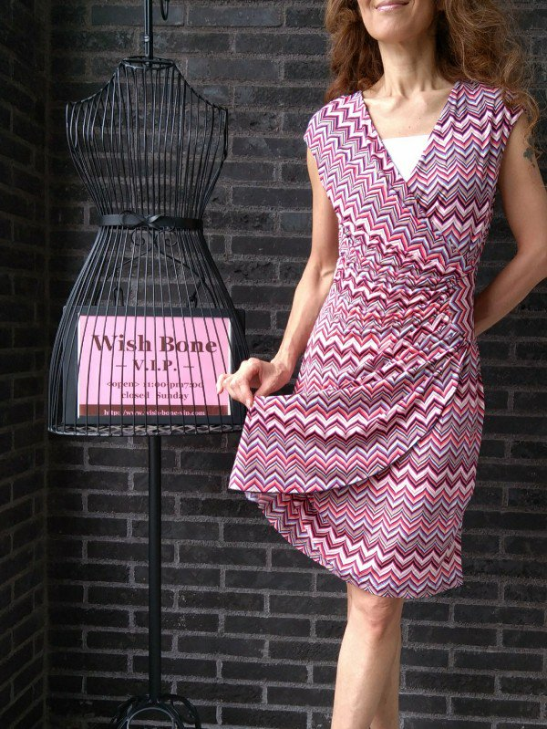 【SALE返品交換不可】 【フランス/MadeinFrance】足元Wカシュクール・ジャージプリントワンピース/幾何学ピンク(T2)<img class='new_mark_img2' src='https://img.shop-pro.jp/img/new/icons20.gif' style='border:none;display:inline;margin:0px;padding:0px;width:auto;' />の画像