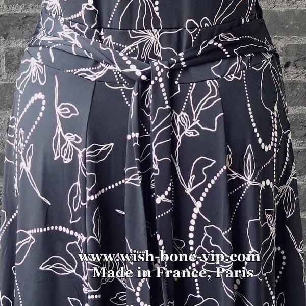 【フランス/FIFILLES フィフィーユ・パリ】エリ風VネックAライン・ジャージワンピース/ブラックフラワーの画像