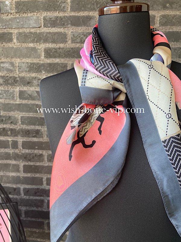 【フランスインポート】70cmスクエア ポリエステル ツヤスカーフ/ヨーロピアン紋章ピンク系の画像