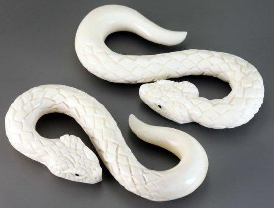 ナチュラルボーン製 超リアル! 白蛇 ボディピアス