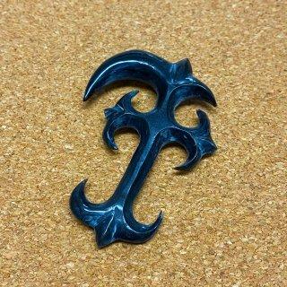 水牛角製 手彫り ゴシッククロス型 ボディピアス
