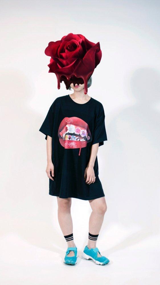 Q-TA×pays des fées LIP T-shirt