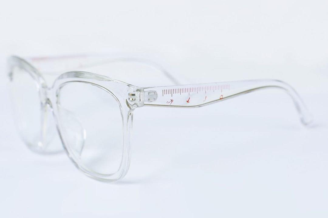 ruler glasses Q-TA+pays des fees