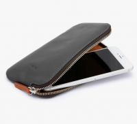 <img class='new_mark_img1' src='//img.shop-pro.jp/img/new/icons3.gif' style='border:none;display:inline;margin:0px;padding:0px;width:auto;' />Bellroy ベルロイ/ Phone Pocket Plus -CHARCOAL スマホ、現金、カード+パスポートもまとめて持てる財布です
