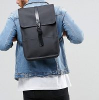 RAINS レインズ /  BACKPACK Mini -BLACK デンマーク発。<br>雨の日が楽しくなるシンプル仕様のちょっと小さめバックパック<img class='new_mark_img2' src='//img.shop-pro.jp/img/new/icons50.gif' style='border:none;display:inline;margin:0px;padding:0px;width:auto;' />