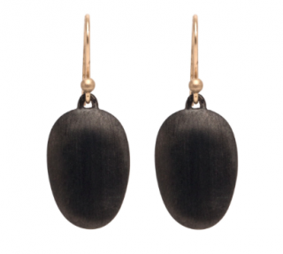 Ted Muehling /Black Plate Small Chip Earrings<br> ニューヨーク発。自然の美をとじこめた大人のためのジュエリー