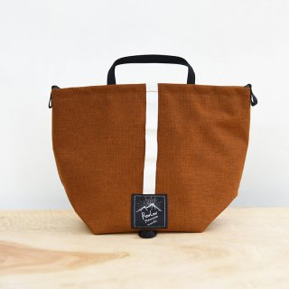 <img class='new_mark_img1' src='https://img.shop-pro.jp/img/new/icons54.gif' style='border:none;display:inline;margin:0px;padding:0px;width:auto;' />RawLow Mountain Works / Tabitibi Tote-Amber Brown<br>山に街に持ち出したいハイカーサコッシュ!