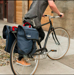 <img class='new_mark_img1' src='//img.shop-pro.jp/img/new/icons3.gif' style='border:none;display:inline;margin:0px;padding:0px;width:auto;' />TIMBUK2/ Tandem Pannier タンデムパニアー<br>持ち運びも可能!自転車旅にもぴったりなサドルバック