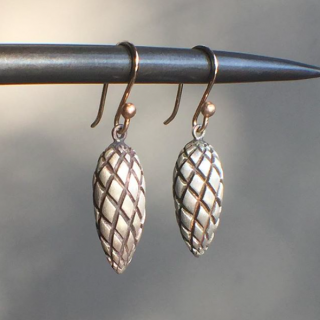 Ted Muehling <br>テッドミューリング/<br>SILVER PINE CONES<br> ニューヨーク発。自然の美をとじこめた大人のためのジュエリー