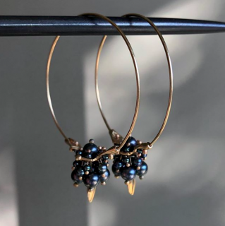 Ted Muehling<br>14K & BLACK PEARL SMALL HOOP CLUSTERS<br>NY発。自然の美をとじこめた大人のためのジュエリー