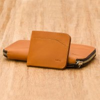 <img class='new_mark_img1' src='//img.shop-pro.jp/img/new/icons3.gif' style='border:none;display:inline;margin:0px;padding:0px;width:auto;' />Bellroy ベルロイ/ Carry Out- CARAMEL  紙幣+小銭+カード+スマホ+パスポート。全てをひとつに!