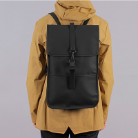 RAINS レインズ /  BACKPACK-BLACK デンマーク発。<br>雨の日が楽しくなるシンプル仕様のバックパック<img class='new_mark_img2' src='//img.shop-pro.jp/img/new/icons50.gif' style='border:none;display:inline;margin:0px;padding:0px;width:auto;' />