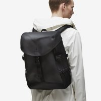 RAINS レインズ /  RUNNER BAG-BLACK デンマーク発。<br>雨の日が楽しくなるシンプル仕様のバックパック<img class='new_mark_img2' src='//img.shop-pro.jp/img/new/icons50.gif' style='border:none;display:inline;margin:0px;padding:0px;width:auto;' />