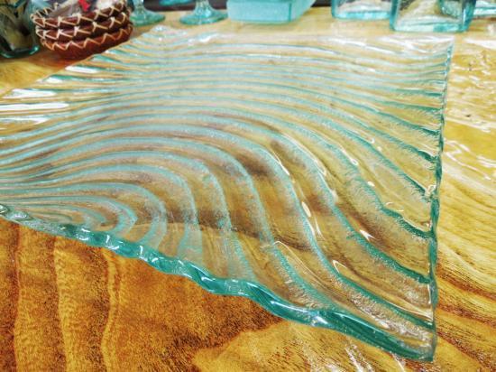 大皿 波模様のリゾート感たっぷりクリアガラスプレート【涼しげなバリガラス】