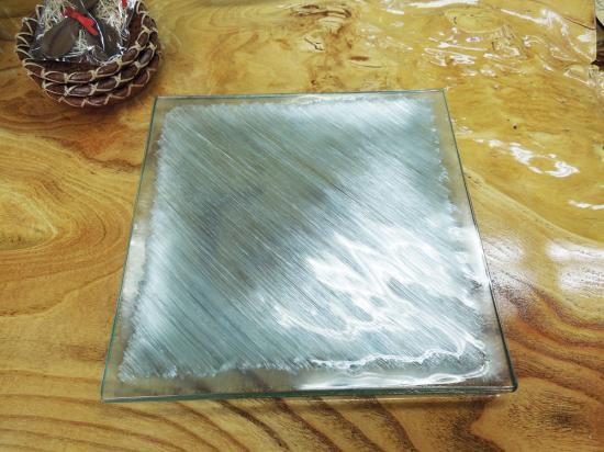 ずっしり重量感のあるデザインプレート クリアガラス( ホワイト )【涼しげなバリガラス】