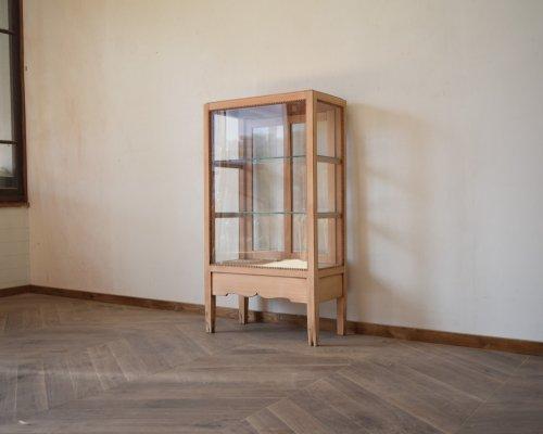 木枠の縦型ガラスケース