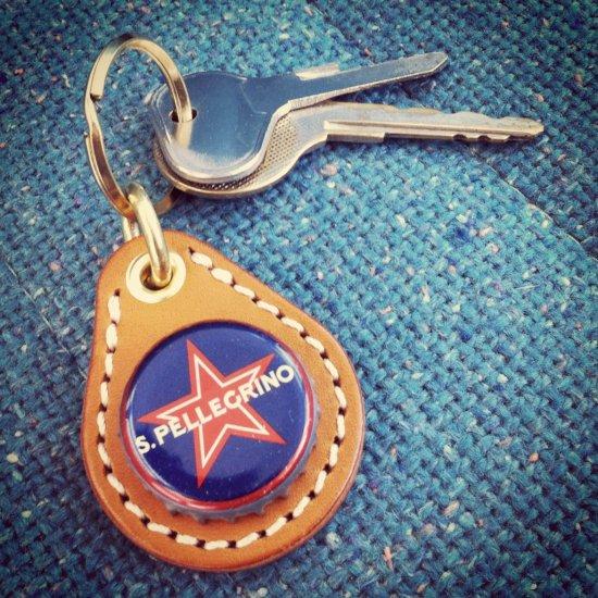 ビアボトルキャップキーリング / サンペレグリノ(BEER BOTTLE CAP KEY RING / SANPELLEGRINO)