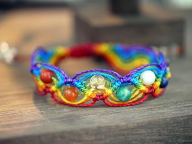 【虹の7色で厄除け・開運!】マクラメ編み虹色チャクラブレスレット(巻き... 【厄除けに!虹の7