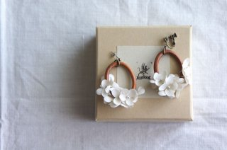 <img class='new_mark_img1' src='https://img.shop-pro.jp/img/new/icons47.gif' style='border:none;display:inline;margin:0px;padding:0px;width:auto;' />Earring or Pierce Annabel & Wood ( kinari )