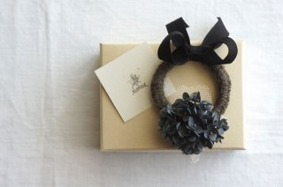 <img class='new_mark_img1' src='https://img.shop-pro.jp/img/new/icons47.gif' style='border:none;display:inline;margin:0px;padding:0px;width:auto;' />Hair tie Annabel & Ribbon ( gray navy )