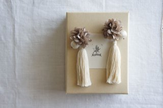<img class='new_mark_img1' src='https://img.shop-pro.jp/img/new/icons47.gif' style='border:none;display:inline;margin:0px;padding:0px;width:auto;' />Earring or Pierce Annabel & tassel ( beige pink × ecru )