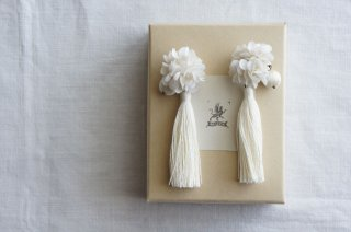 <img class='new_mark_img1' src='https://img.shop-pro.jp/img/new/icons47.gif' style='border:none;display:inline;margin:0px;padding:0px;width:auto;' />Earring or Pierce Annabel & Tassel ( ivory )