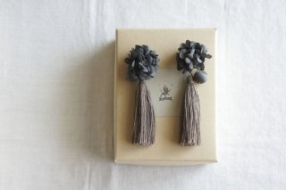 <img class='new_mark_img1' src='https://img.shop-pro.jp/img/new/icons47.gif' style='border:none;display:inline;margin:0px;padding:0px;width:auto;' />Earring or Pierce Annabel & Tassel(gray navy × brown )