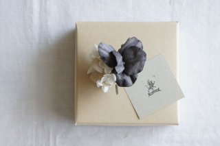 <img class='new_mark_img1' src='https://img.shop-pro.jp/img/new/icons47.gif' style='border:none;display:inline;margin:0px;padding:0px;width:auto;' />Earring Pansy & Annabel(gray purple)