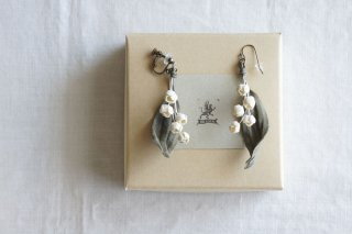 <img class='new_mark_img1' src='https://img.shop-pro.jp/img/new/icons47.gif' style='border:none;display:inline;margin:0px;padding:0px;width:auto;' />Earring or Pierce Lily of the valley(gray green)