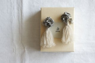 <img class='new_mark_img1' src='https://img.shop-pro.jp/img/new/icons47.gif' style='border:none;display:inline;margin:0px;padding:0px;width:auto;' />Earring or Pierce Annabel & Tassel(gray )