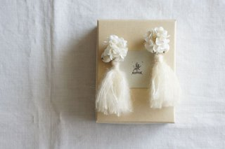 <img class='new_mark_img1' src='https://img.shop-pro.jp/img/new/icons47.gif' style='border:none;display:inline;margin:0px;padding:0px;width:auto;' />Earring or Pierce Annabel & Tassel(ivory)