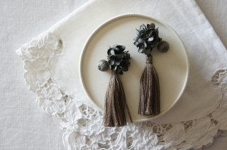 <img class='new_mark_img1' src='https://img.shop-pro.jp/img/new/icons47.gif' style='border:none;display:inline;margin:0px;padding:0px;width:auto;' />Earring or Pierce / Annabel & Tassel( gray )