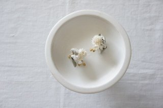 <img class='new_mark_img1' src='https://img.shop-pro.jp/img/new/icons47.gif' style='border:none;display:inline;margin:0px;padding:0px;width:auto;' />Earring or Pierce / Pale dried flower bouquet