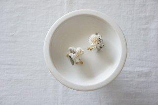 Earring or Pierce / Pale dried flower bouquet