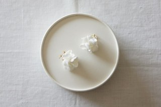 <img class='new_mark_img1' src='https://img.shop-pro.jp/img/new/icons47.gif' style='border:none;display:inline;margin:0px;padding:0px;width:auto;' />Earring or Pierce / monotone Hydrangea